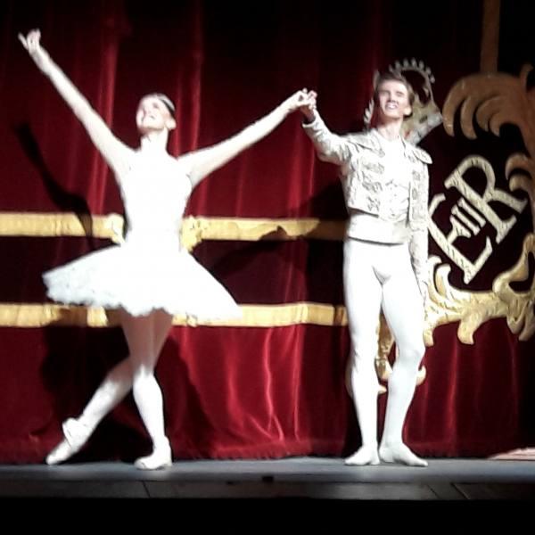 Marianela Nunez and Vadim Muntagirov curtain call after first night of Carlos Acosta s Don Quixote at Royal Opera house